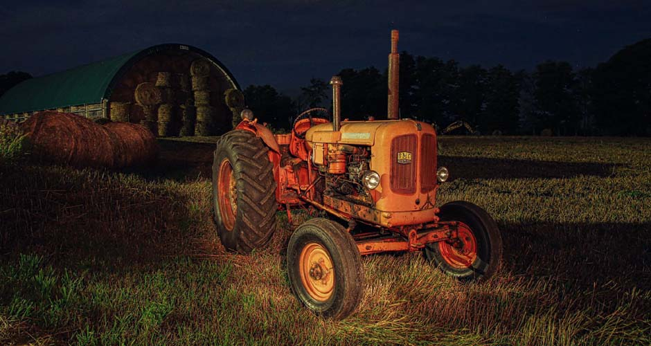 tractor-at-night-940x500